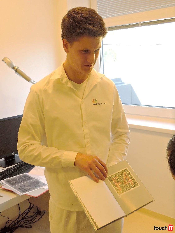 e19fc0b30 Doktor Anders Rustand Holm z Nórska sa v Martine venuje liečbe pomocou  virtuálnej reality. Na