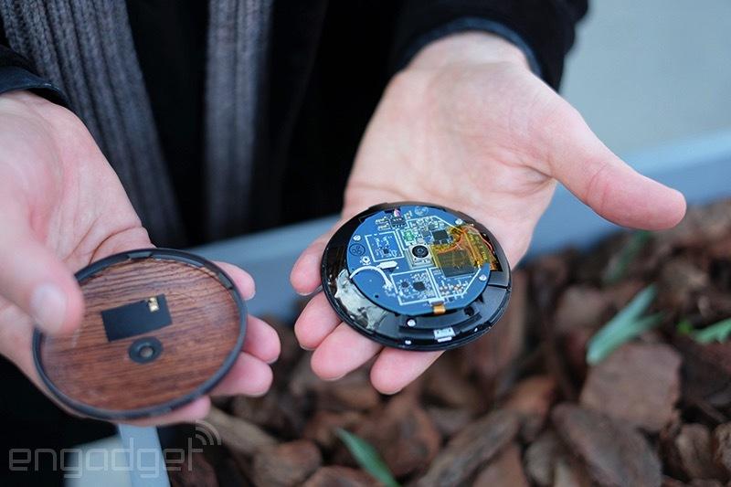 Niektoré komponenty v hodinkách si budete môcť vymeniť. Zdroj: Engadget