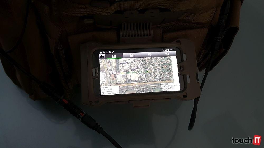 Takisto je možné skontrolovať GPS súradnice a polohu ostatných členov posádky