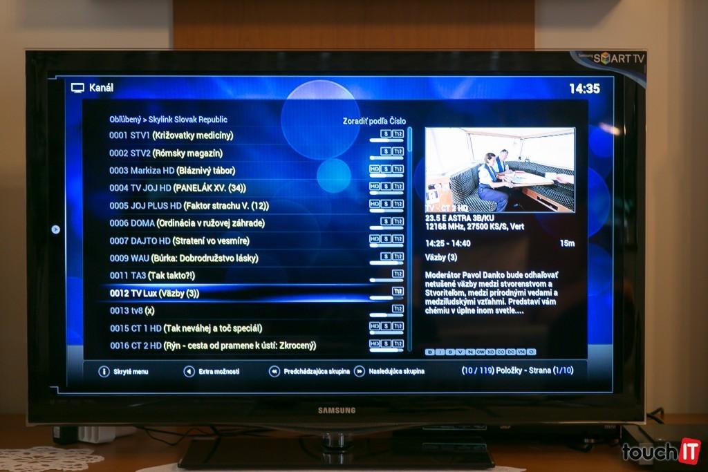 V zozname kanálov vidíte aj názov práve vysielaného programu