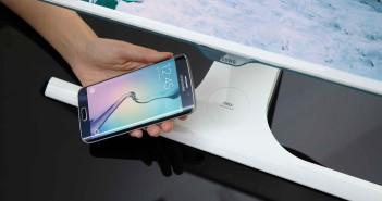 Samsung uvádza prvý monitor na svete podporujúci bezdrôtové nabíjanie  mobilných prístrojov 8939de1bbff