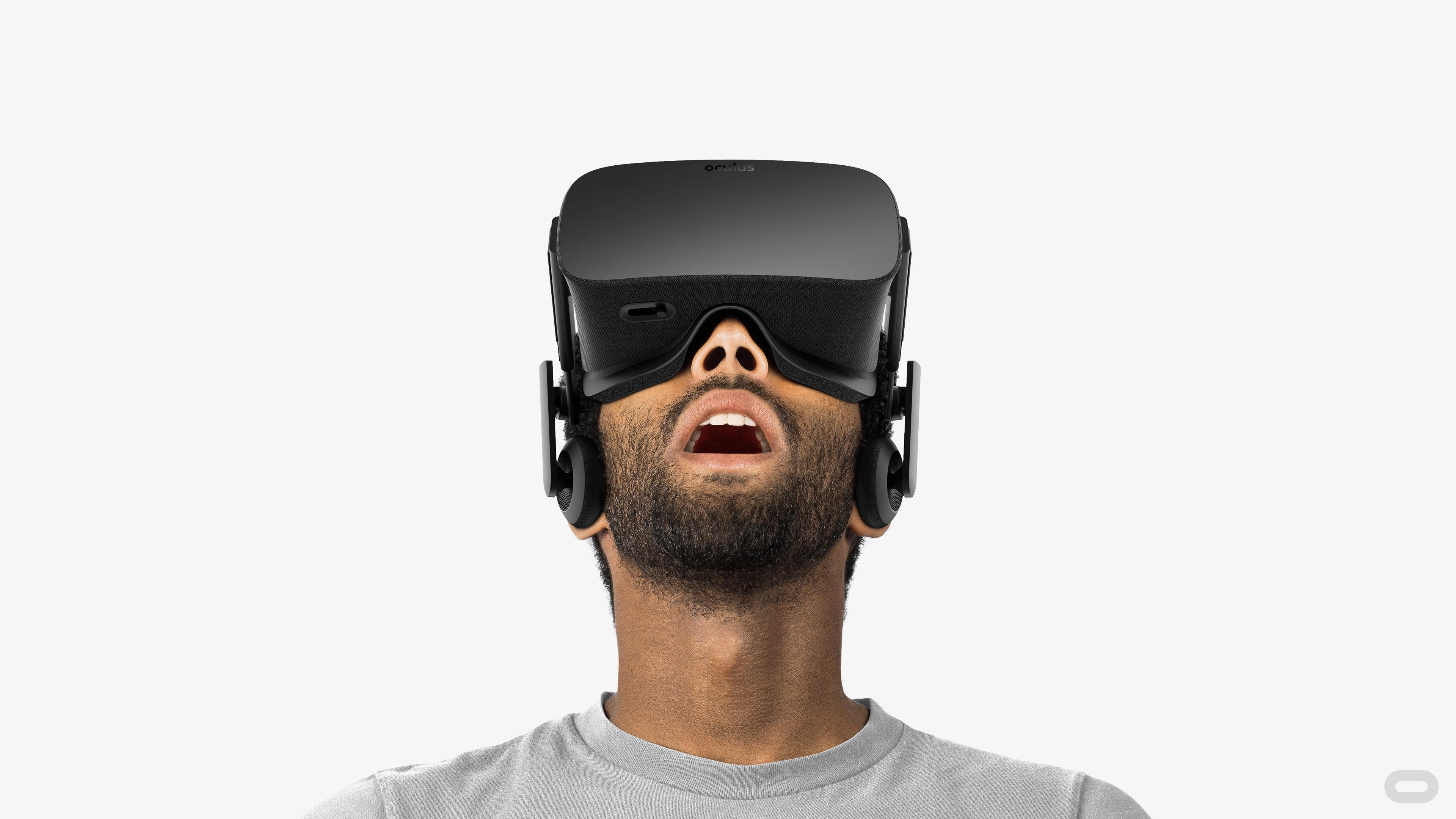 Okuliare Oculus Rift. Je možné, že niektorá z budúcich generácií bude obsahovať technológiu pre snímanie pohybu rúk. Súčasťou zariadenia budú senzory a optika