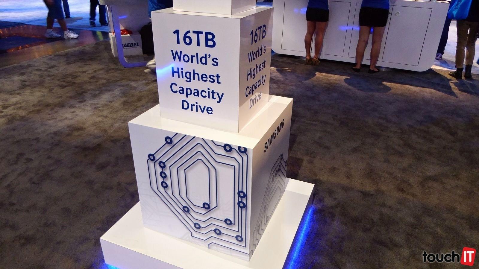 Má však kapacitu 16 TB. Ide o prvý SSD disk svojho druhu na svete