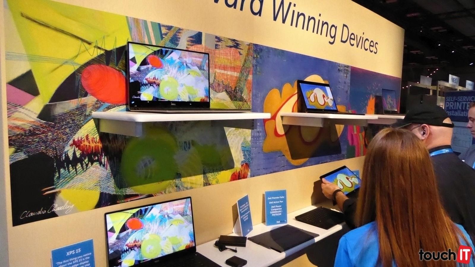 Výstava mobilných zariadení od Dellu. Konvertibilný tablet XPS 12 mal na výstavke svoje miesto, avšak nenašli sme ho vystavený