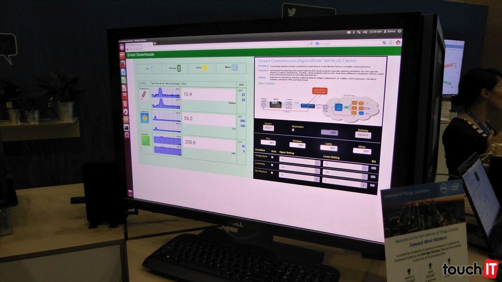 Údaje sa zobrazujú na monitore a pomáhajú zefektívňovať starostlivosť o rastliny