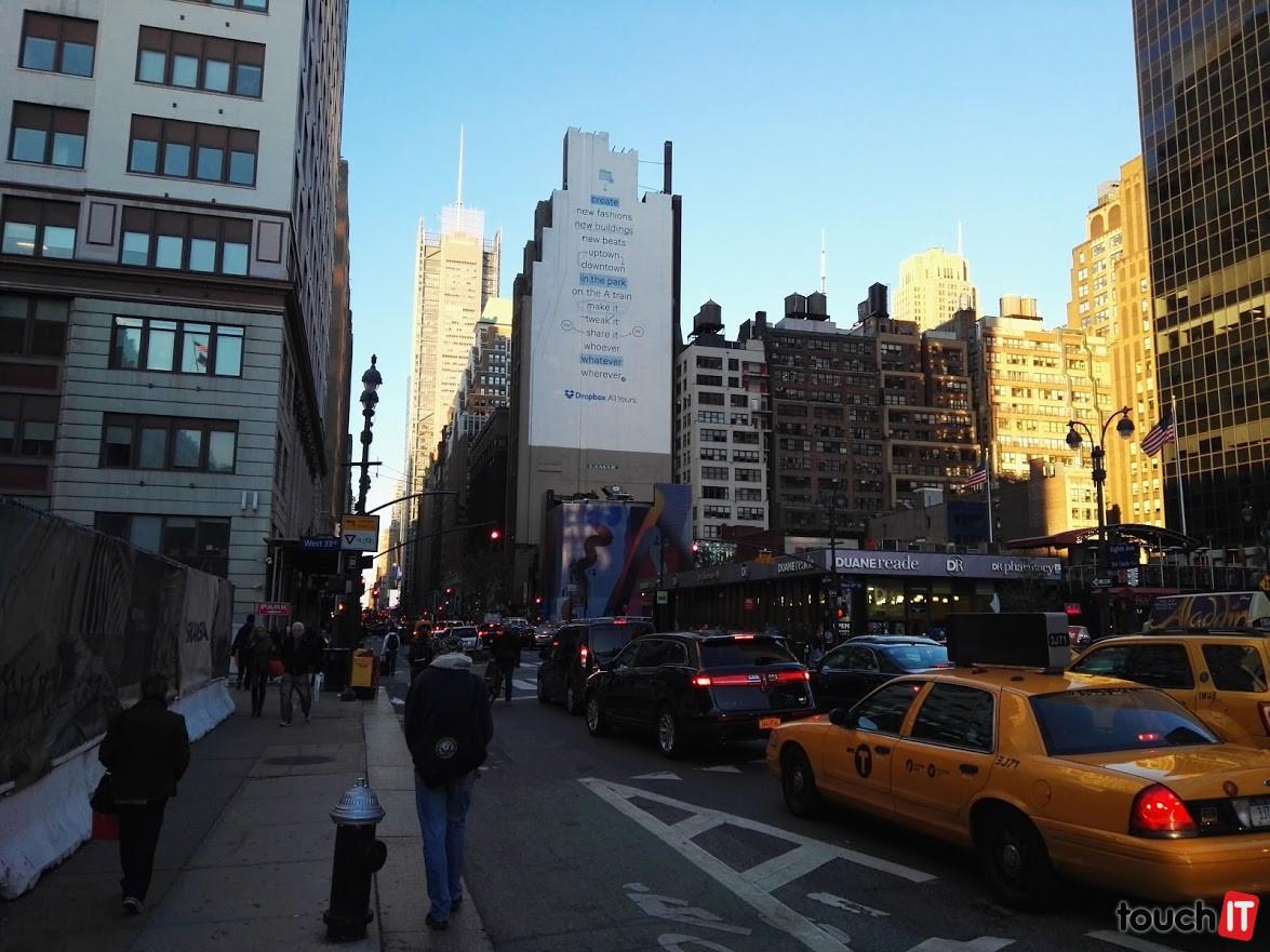 New York vás pravdepodobne privíta dopravnými zápchami a reklamou na Dropbox