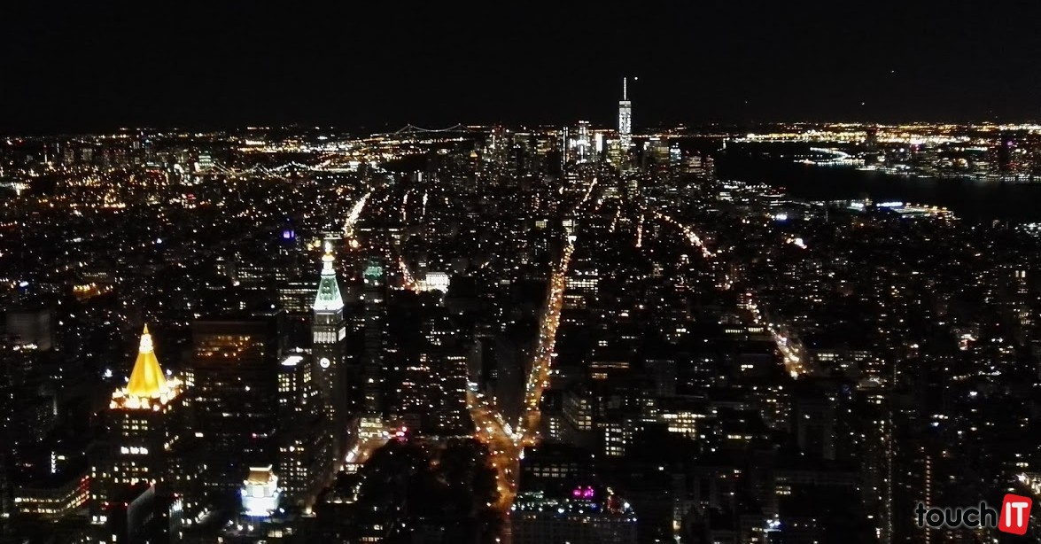 Pohľad na nočný New York z Empire State Building je výborný zážitok, ktorý nezachytí žiaden fotoaparát