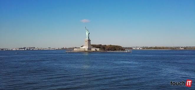 Ak máte kvalitný fotoaparát s dobrým zoomom, tak vám plavba trajektom zadarmo ponúkne výbornú príležitosť, ako získať peknú fotku Sochy slobody