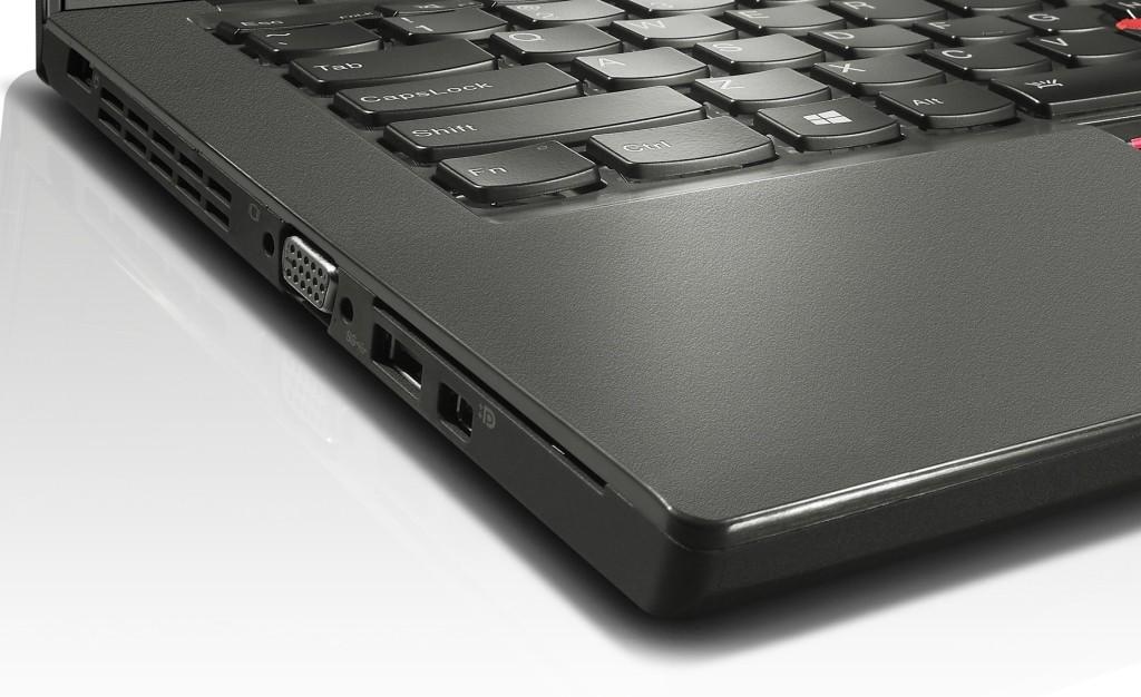 Slot SmartCard na boku ultrabooku Lenovo ThinkPad X250