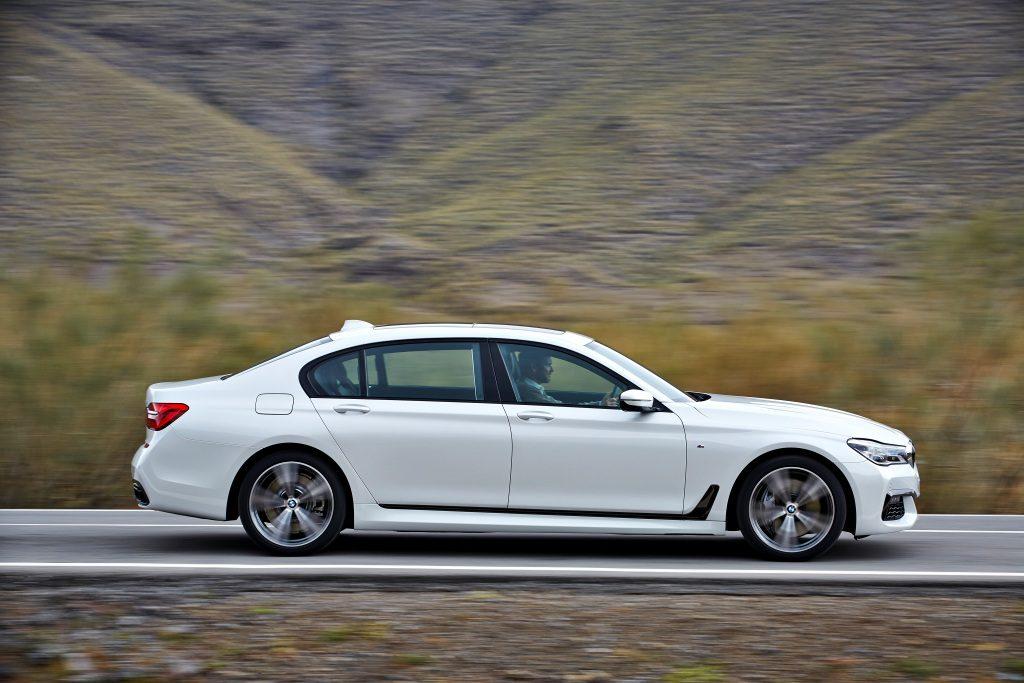 BMW730dxDriveVPohybe_vyd2016_2_nowat