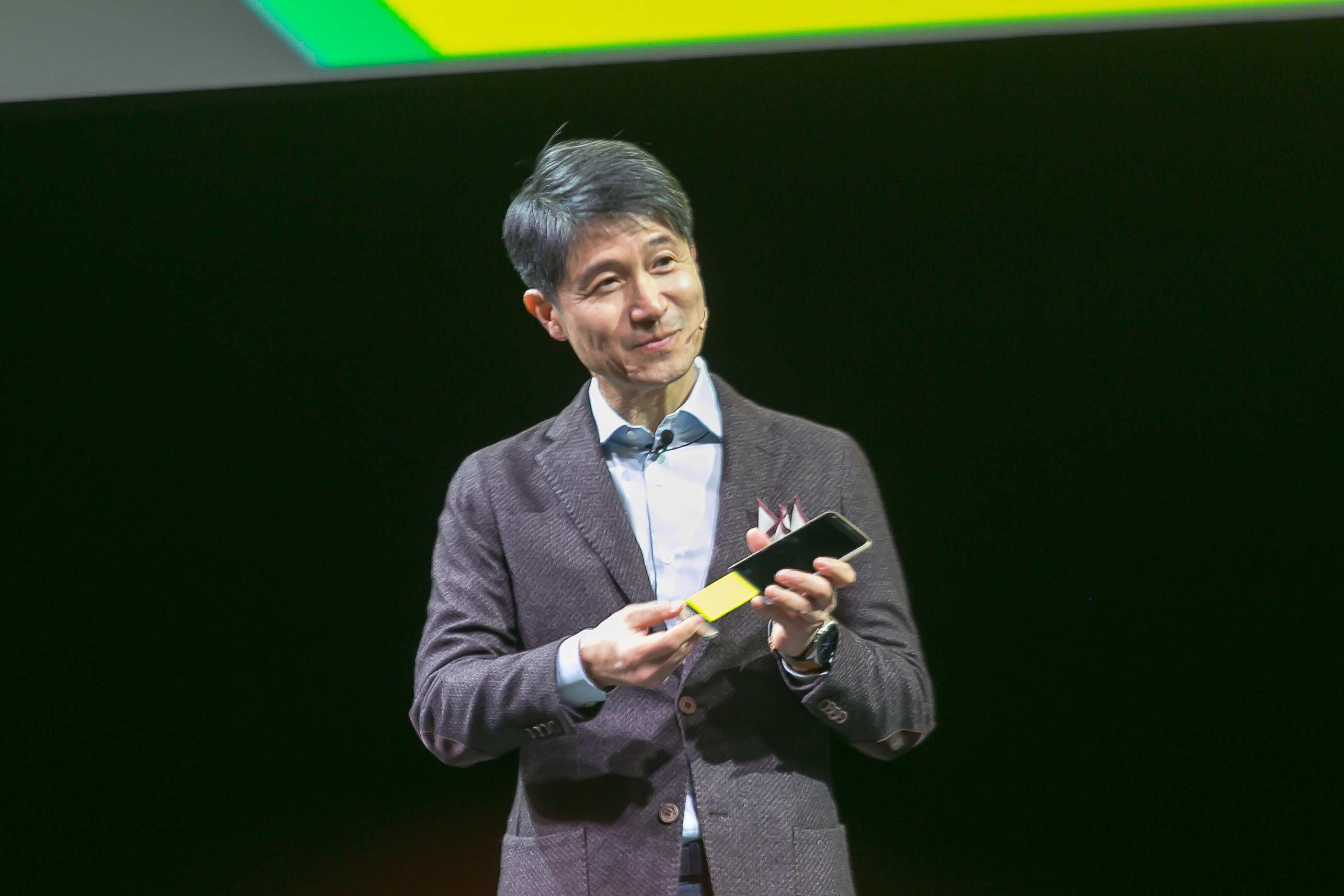 Prezident a CEO LG, Juno Cho práve ukazuje, čím ohromia mobilný svet. Priniesli modulárny smartfón a majú uzavreté zmluvy s ďalšími dodávateľmi modulov