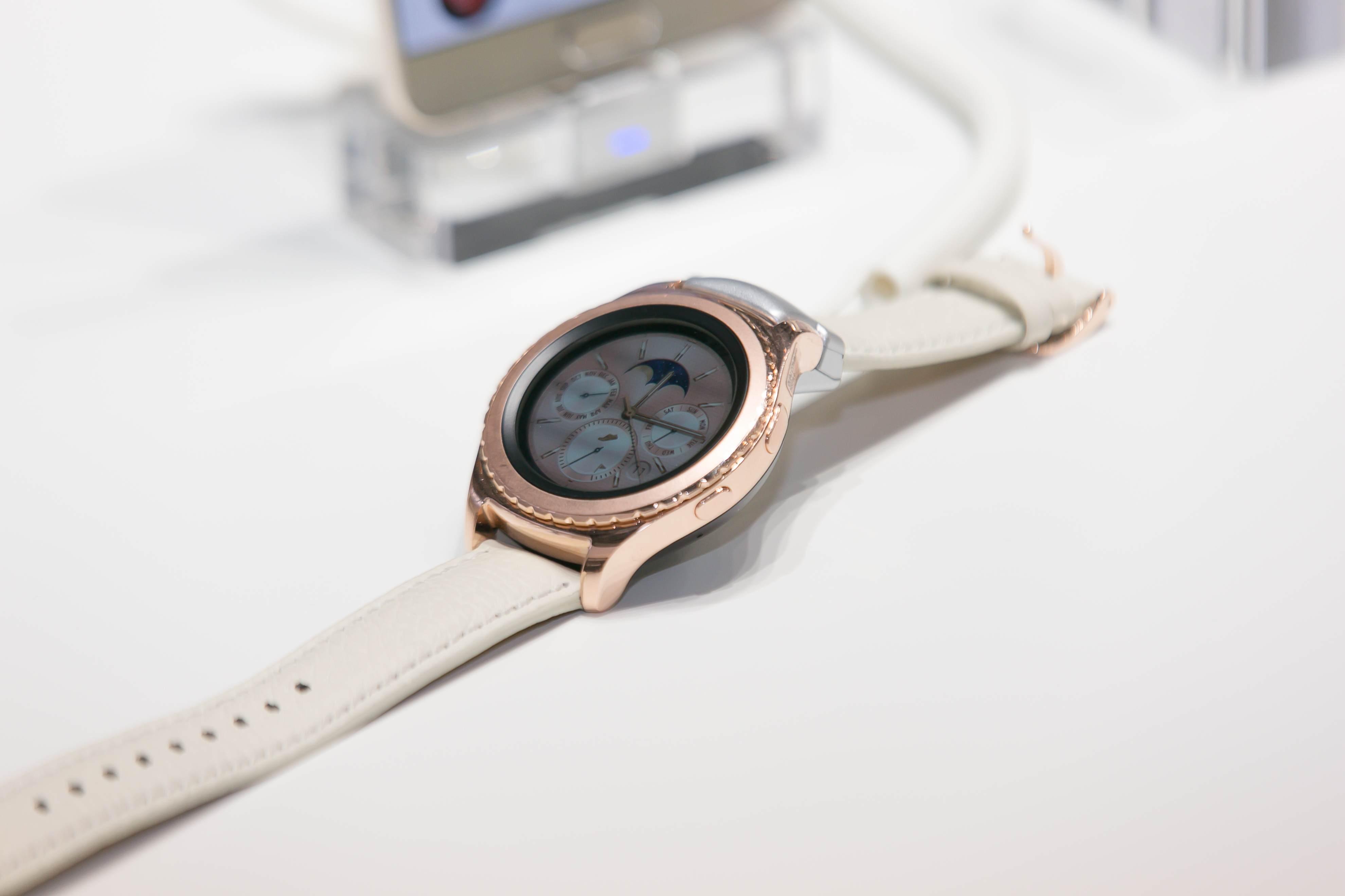 A 18-karátove zlato na týchto hodinkách si všimnú ženy