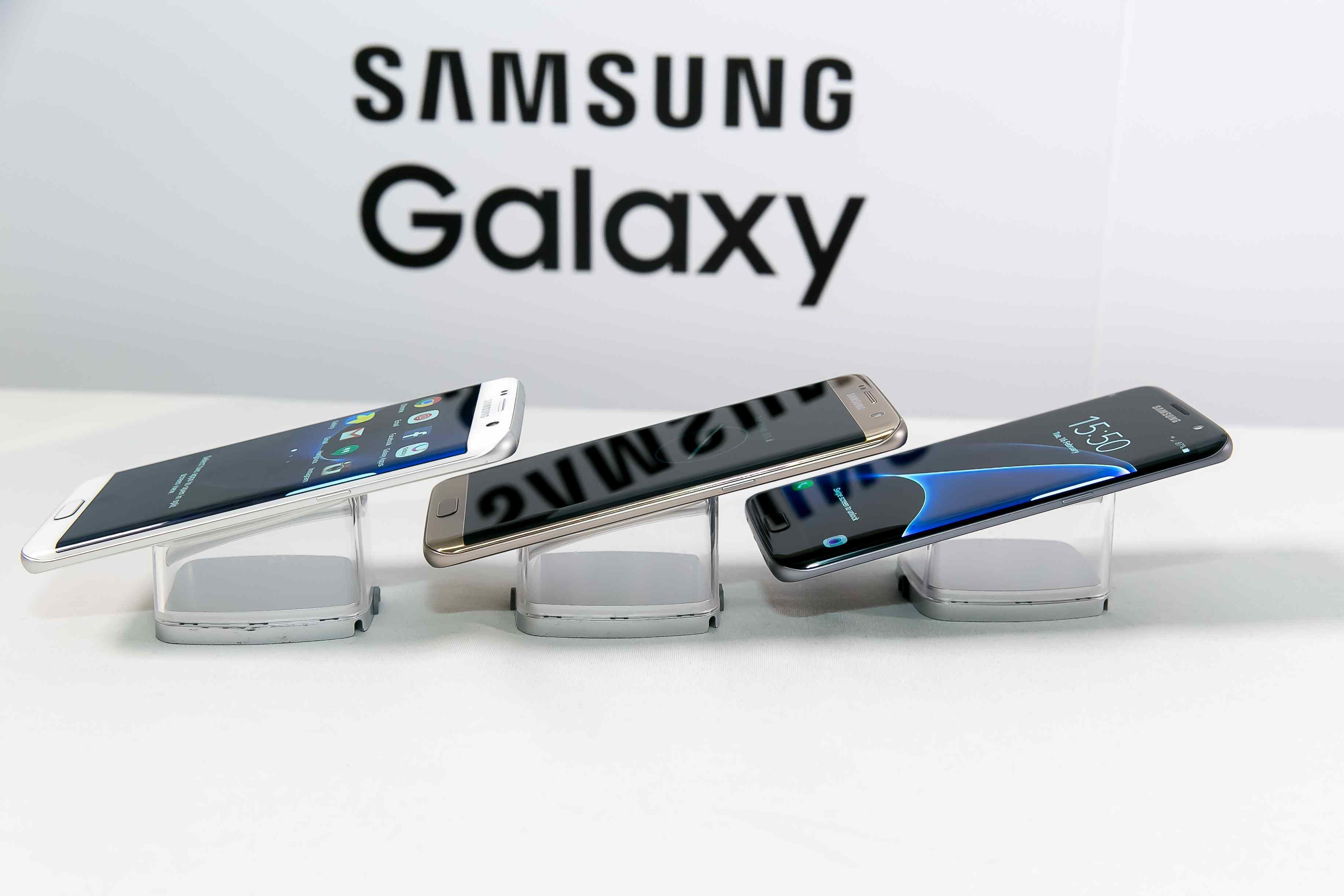 Nová vlajková loď Samsung Galaxy S7 edge zaujme svojím dizajnom, podporou microSD karty, stupňom krytia až IP68 a batériou s vyššou kapacitou