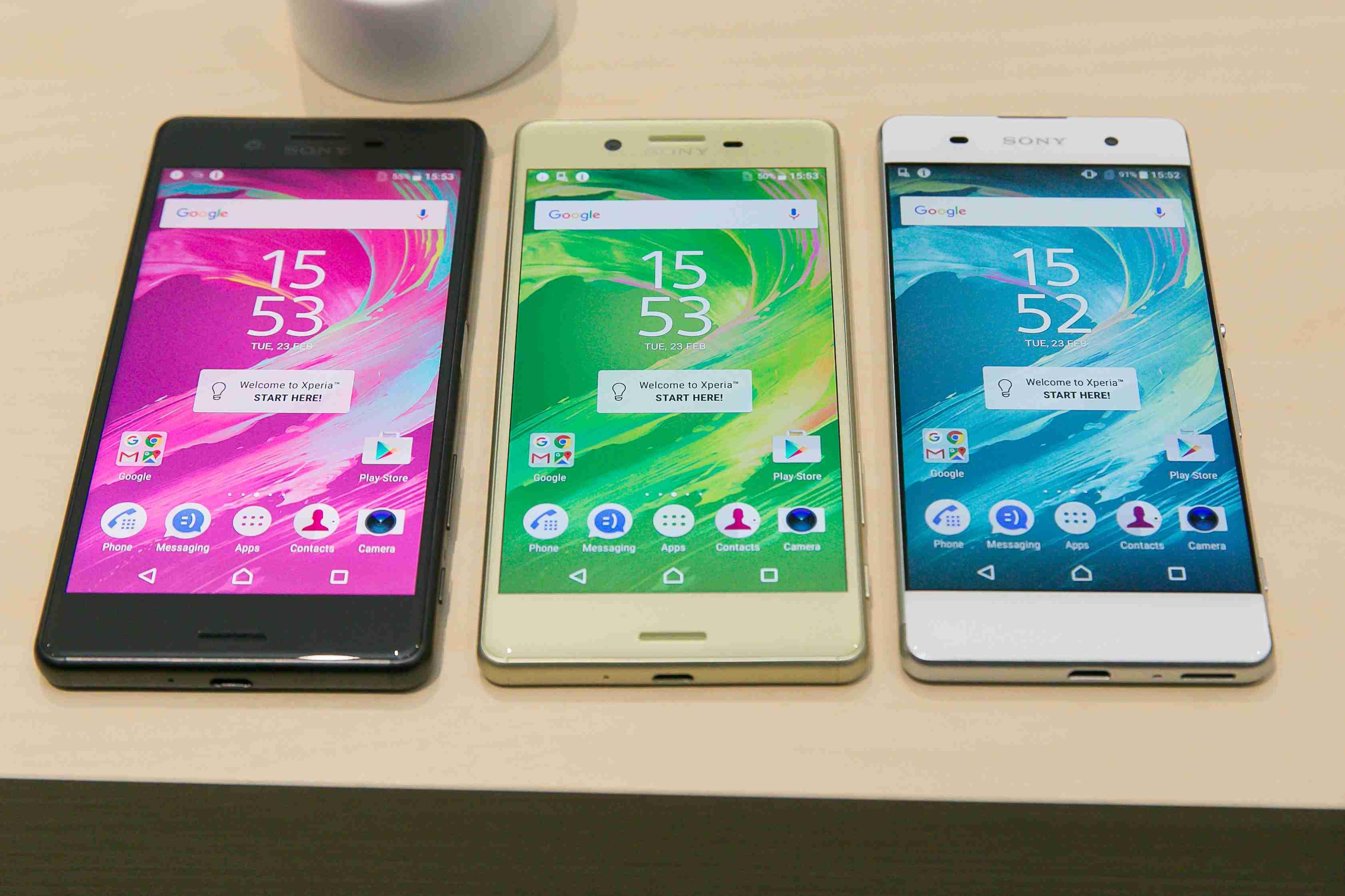 Toto sú všetky tri nové smartfóny od Sony pokope – zľava Xperia X Performance, XPeria X a Xperia XA