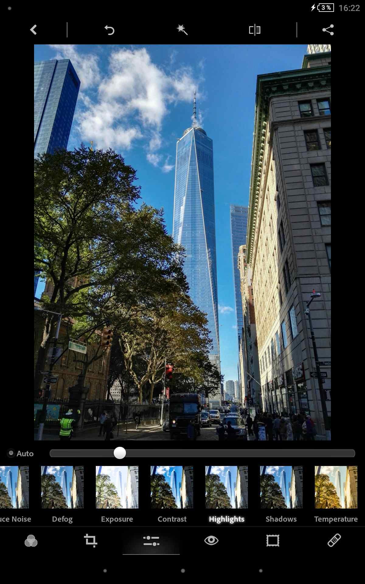 Photoshop Express načíta viaceré RAW formáty. Avšak fotografie sa nám lepšie upravujú s konkurenčnými nástrojmi