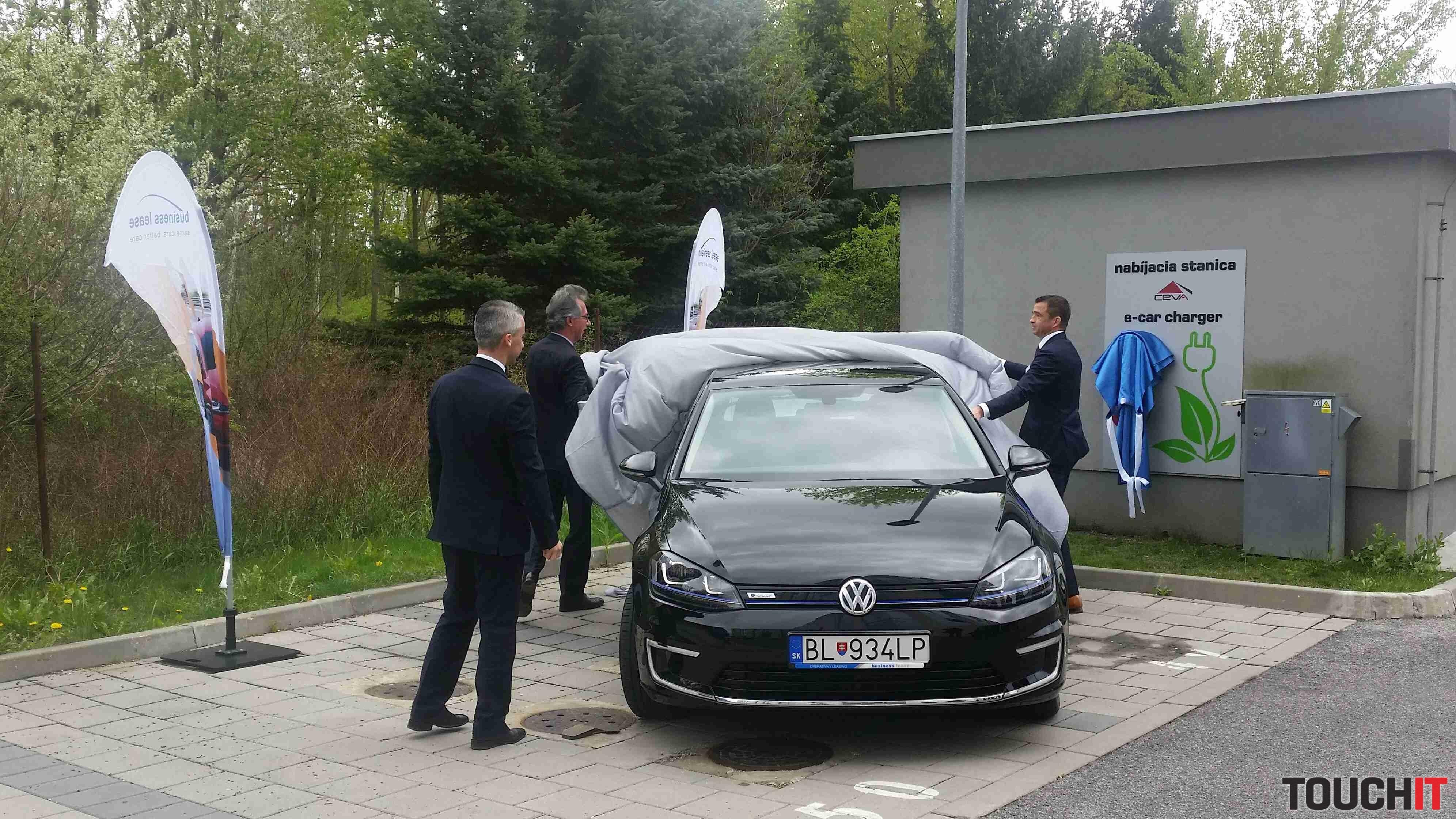 oficiálne odhalenie nového elektromobilu VW e-Golf