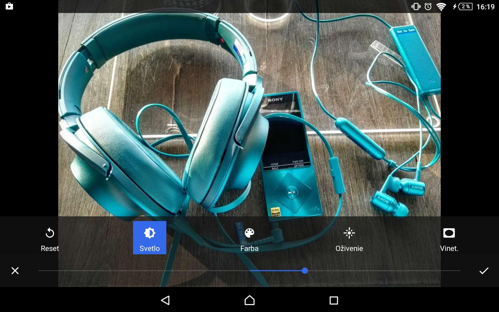 Fotky Google sú komplexné riešenie. Výhodou je zálohovanie fotiek do cloudu, jednoduchý editor často postačí