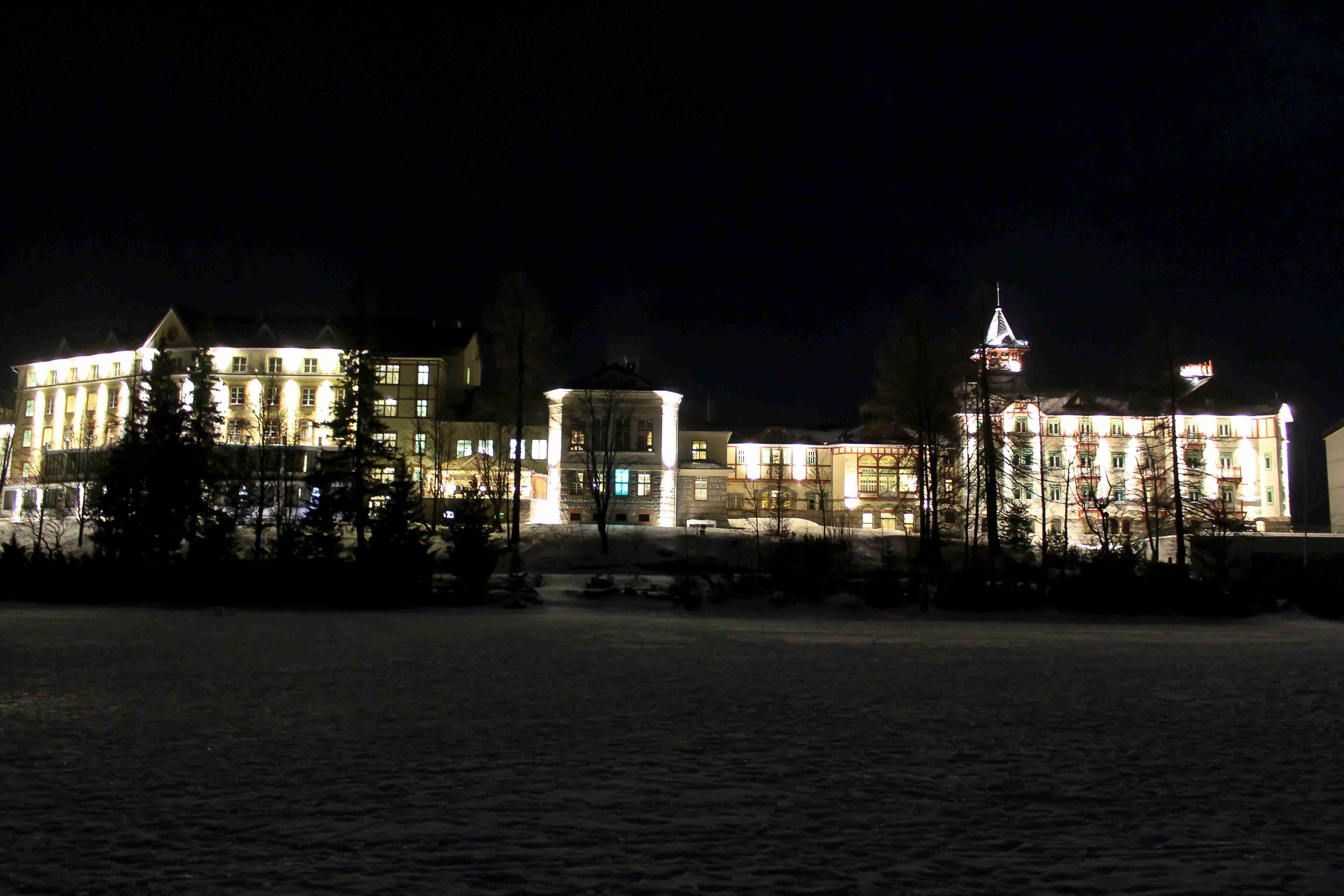 Takto sme fotili v noci a to z ruky. f=3,5, ISO 3200, doba expozície 0,3 sek, ohnisko 18 mm