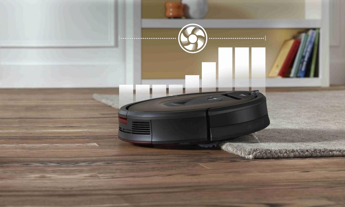 Pri pohybe na koberci Roomba 980 zvýši saciu silu