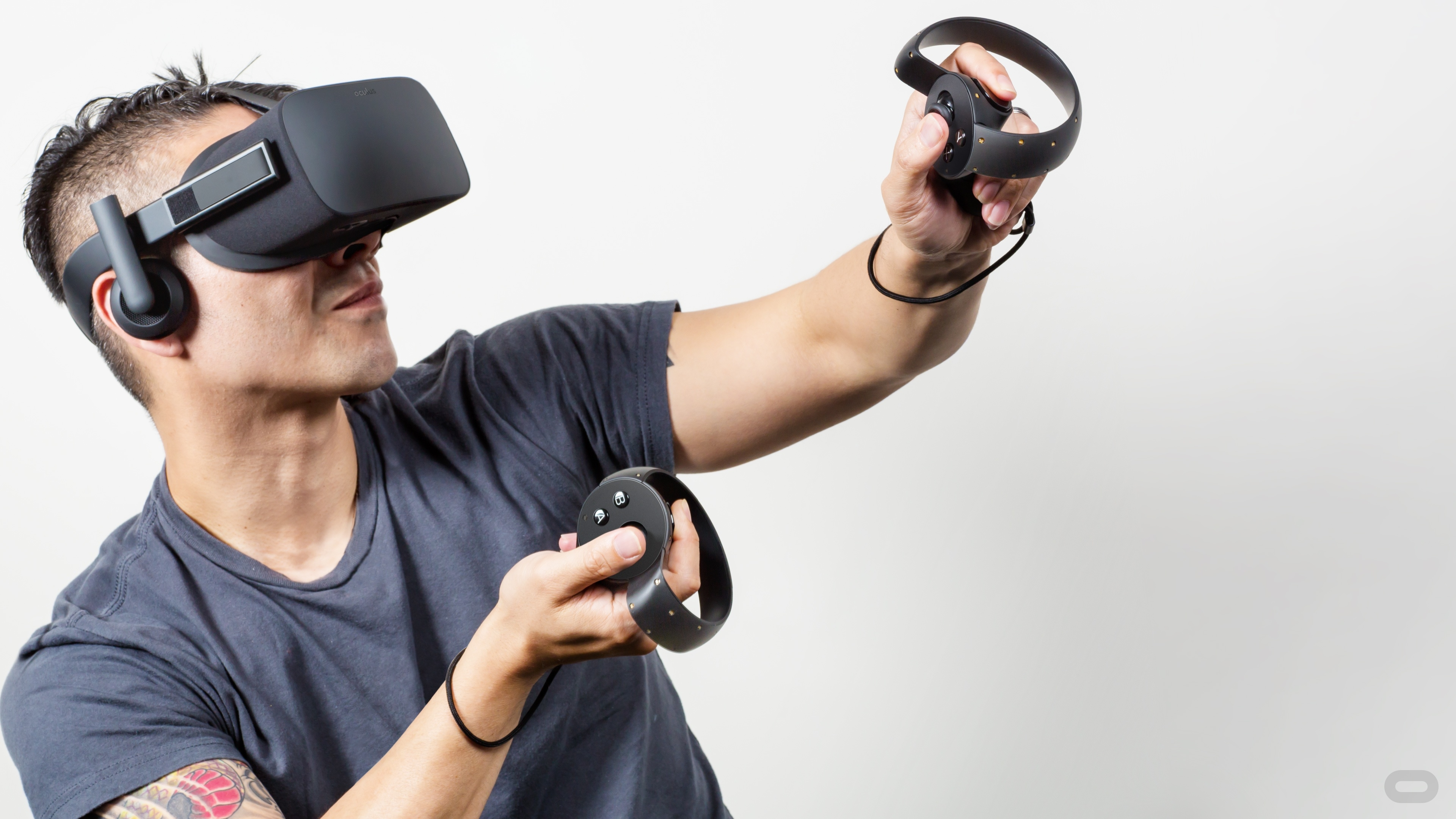 Pre úplný zážitok sú potrebné špeciálne ovládače. Tie zatiaľ nie sú v prípade Oculusu Rift dostupné