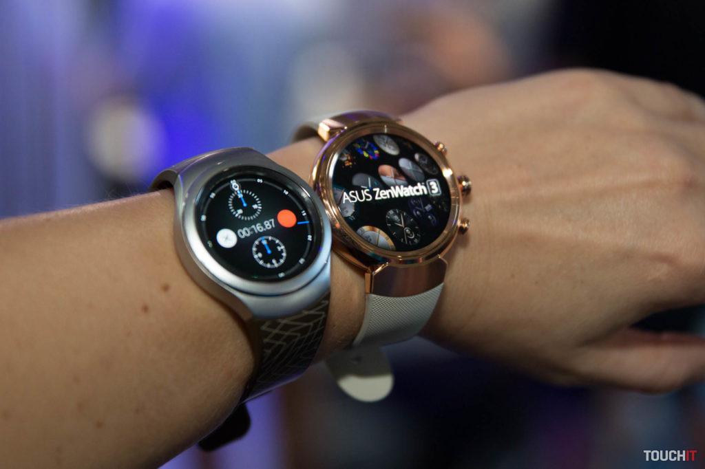 Porovnanie ASUS ZenWatch 3 (vpravo) a Samsung Gear S2