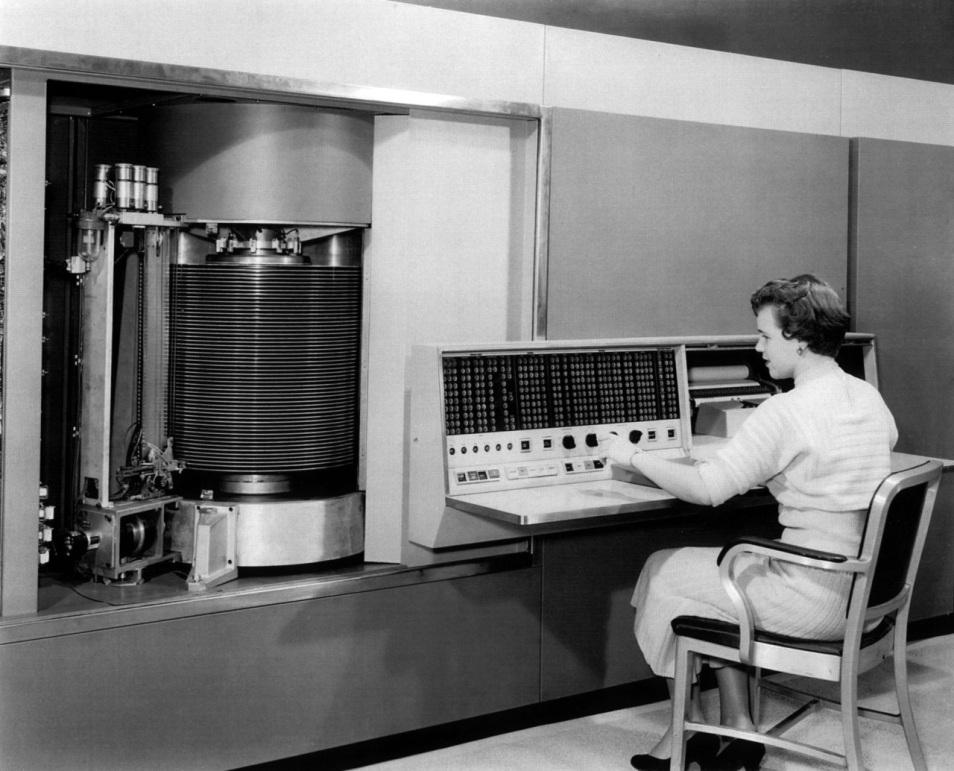 Prvý pevný disk na svete. IBM 350 s kapacitou 3,7 MB