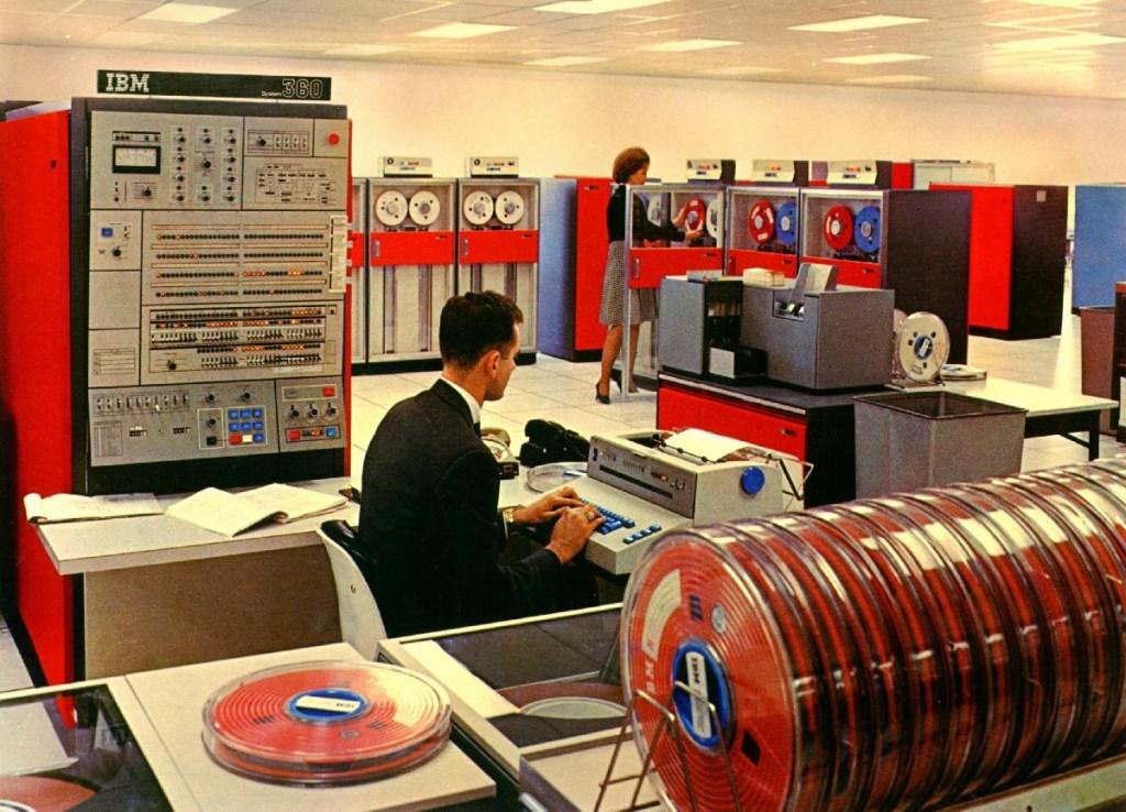 – Počítač IBM 360 z roku 1964