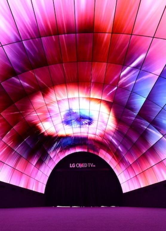 OLED tunel_LG_2_web2016_8_nowat