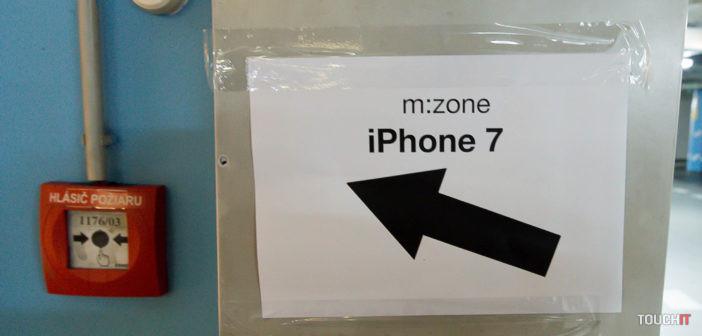 VIDEO TOUCHIT: Polnočný predaj iPhone 7 na Slovensku – kúpiť si ho prišiel aj slovenský Bill Gates