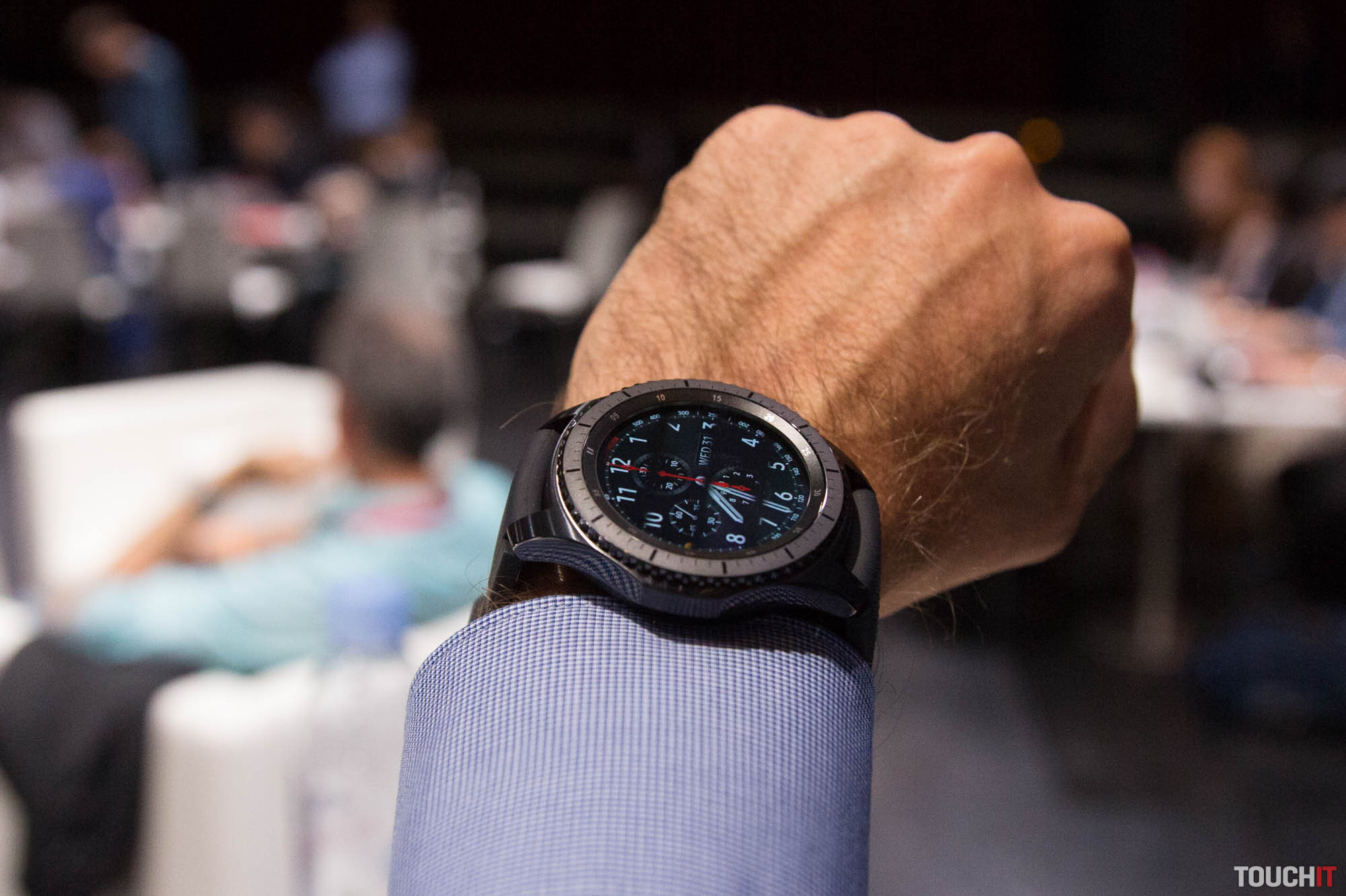 VIDEO TOUCHIT  Inteligentné hodinky Samsung Gear S3 na výstave IFA 2016 09291bb915