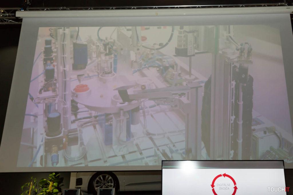 Toto je výrobný proces, ktorého digitálne dvojča sa podrobilo simulácii v počítači