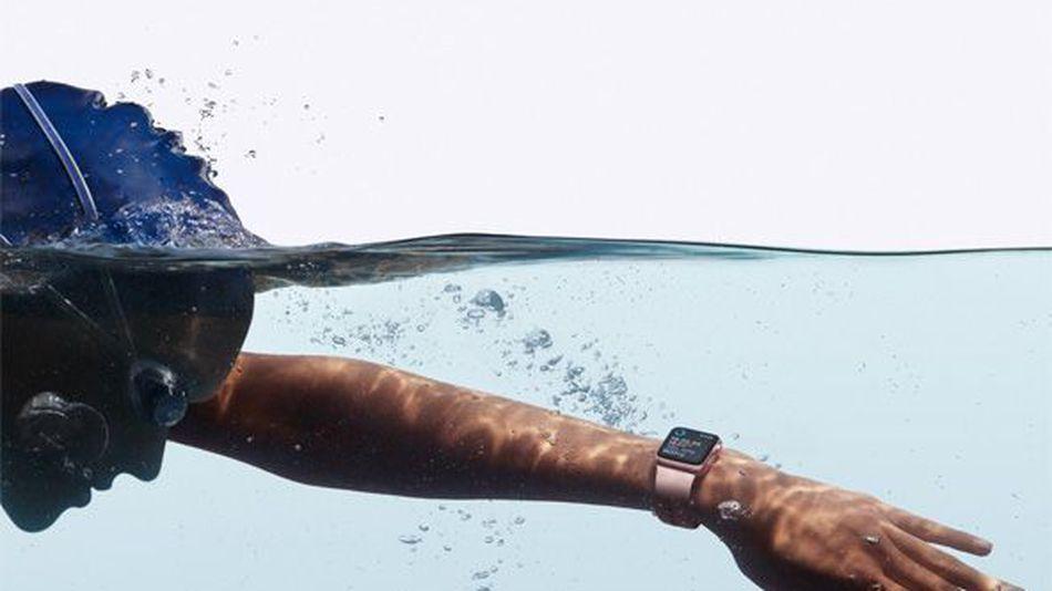 S hodinkami Series 2 môžete aj plávať. Majú takisto GPS modul