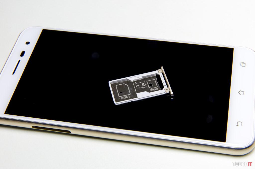 Slot na micro SIM kartu prekvapí