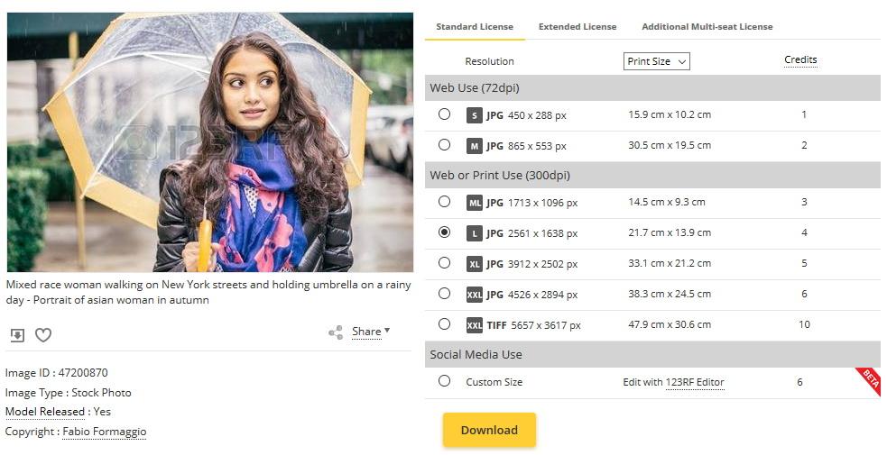 Žena žaluje online dátumu stránky