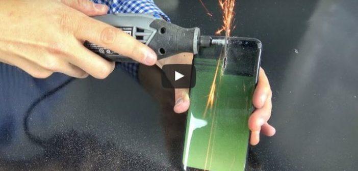 VIDEO: Pozrite si, čo sa stane, keď zarežete do batérie v Samsung Galaxy S8