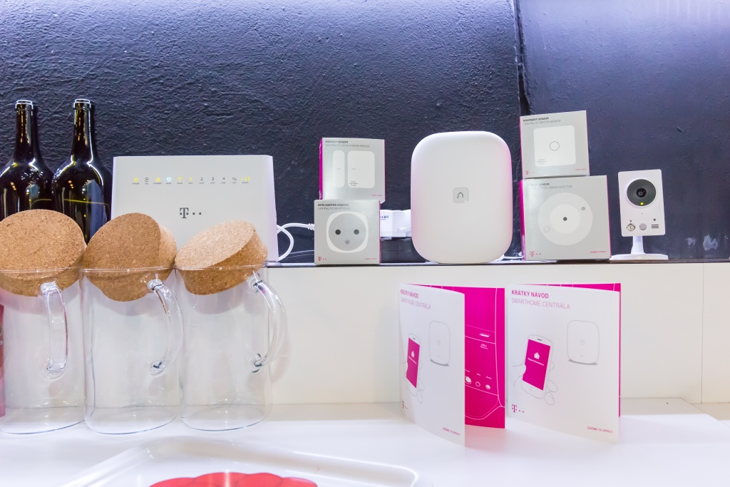 recenzia magenta smarthome ak je inteligentn dom cnos od telekomu v praxi touchit. Black Bedroom Furniture Sets. Home Design Ideas