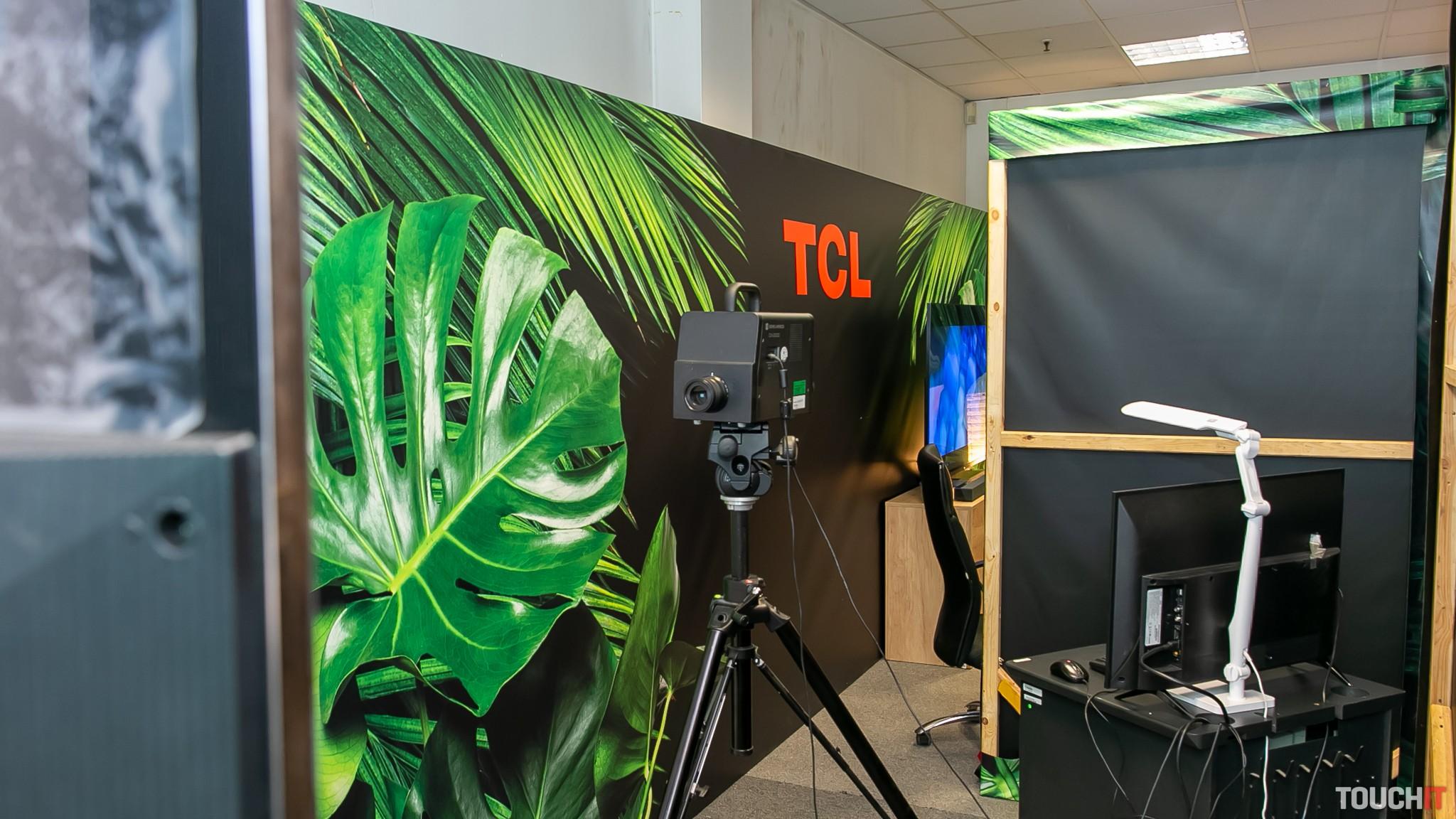 Kontrola svietivosti televízora TCL pomocou meracieho prístroja Minolta