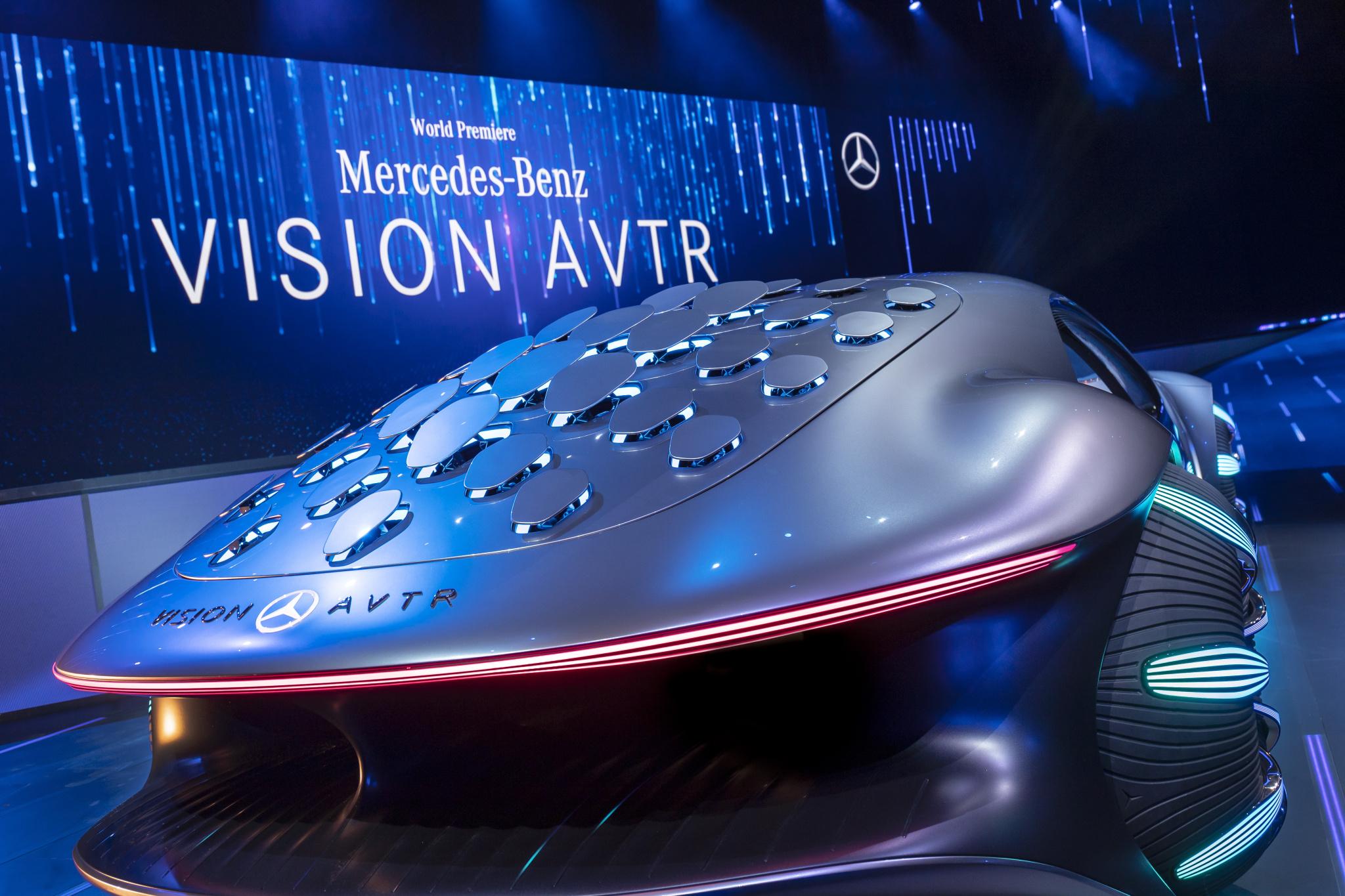 33 otvorov na chrbte VISION AVTR