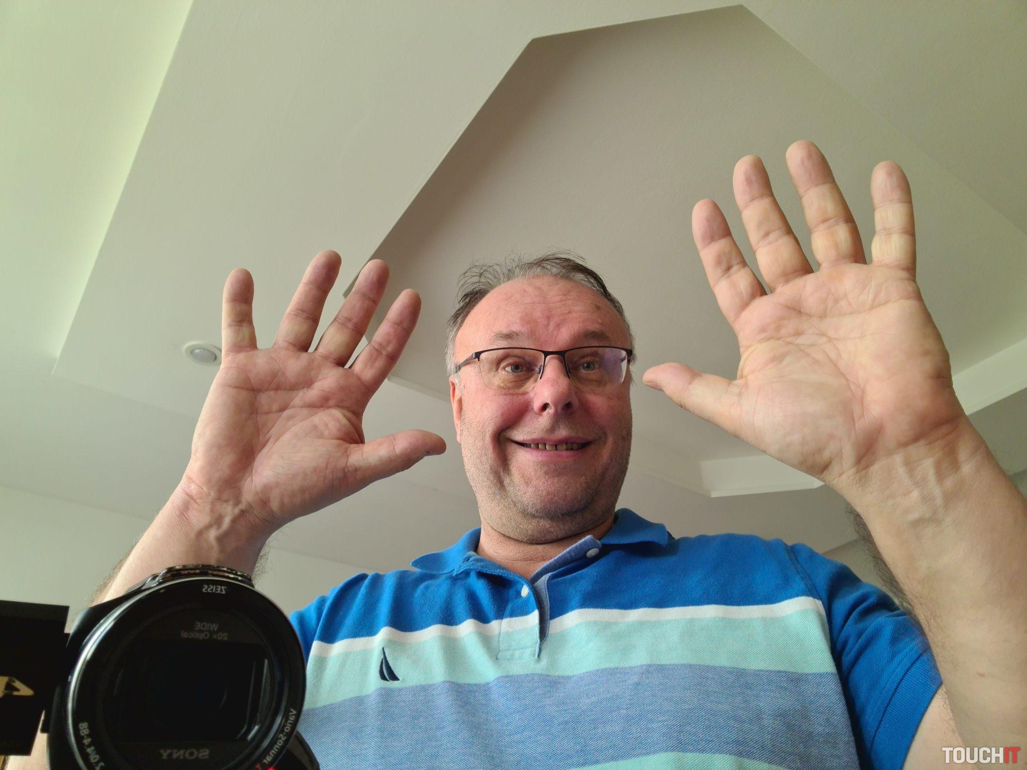 Selfie fotografia pôvodne v rozlíšení 40 MPx