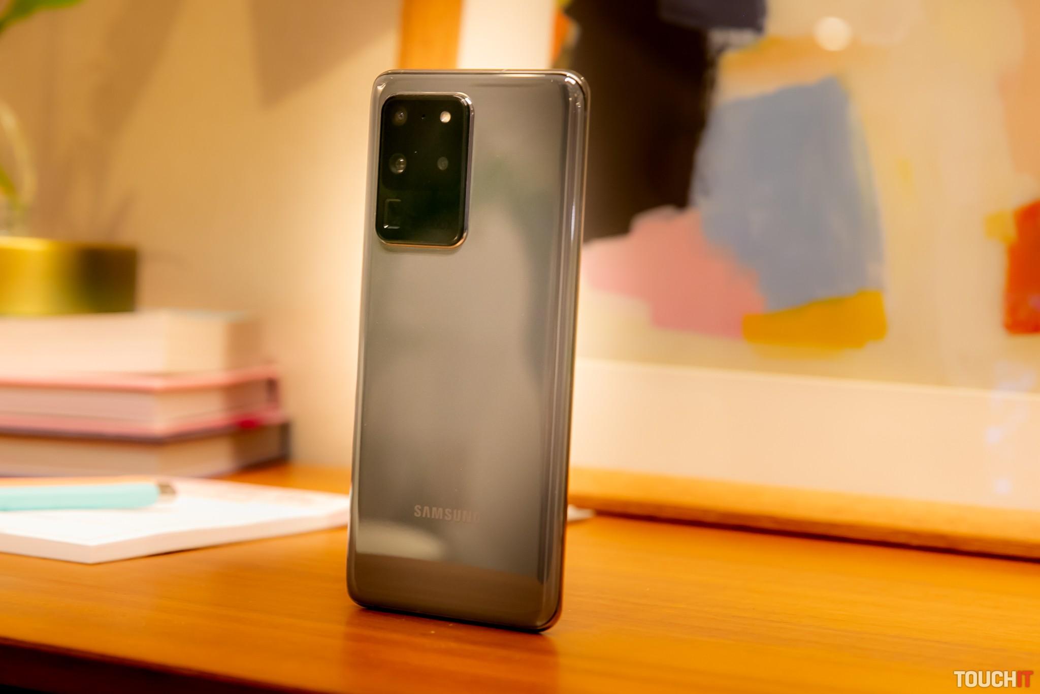 Samsung Galaxy S20 Ultra 5G a jeho zadný fotoaparát