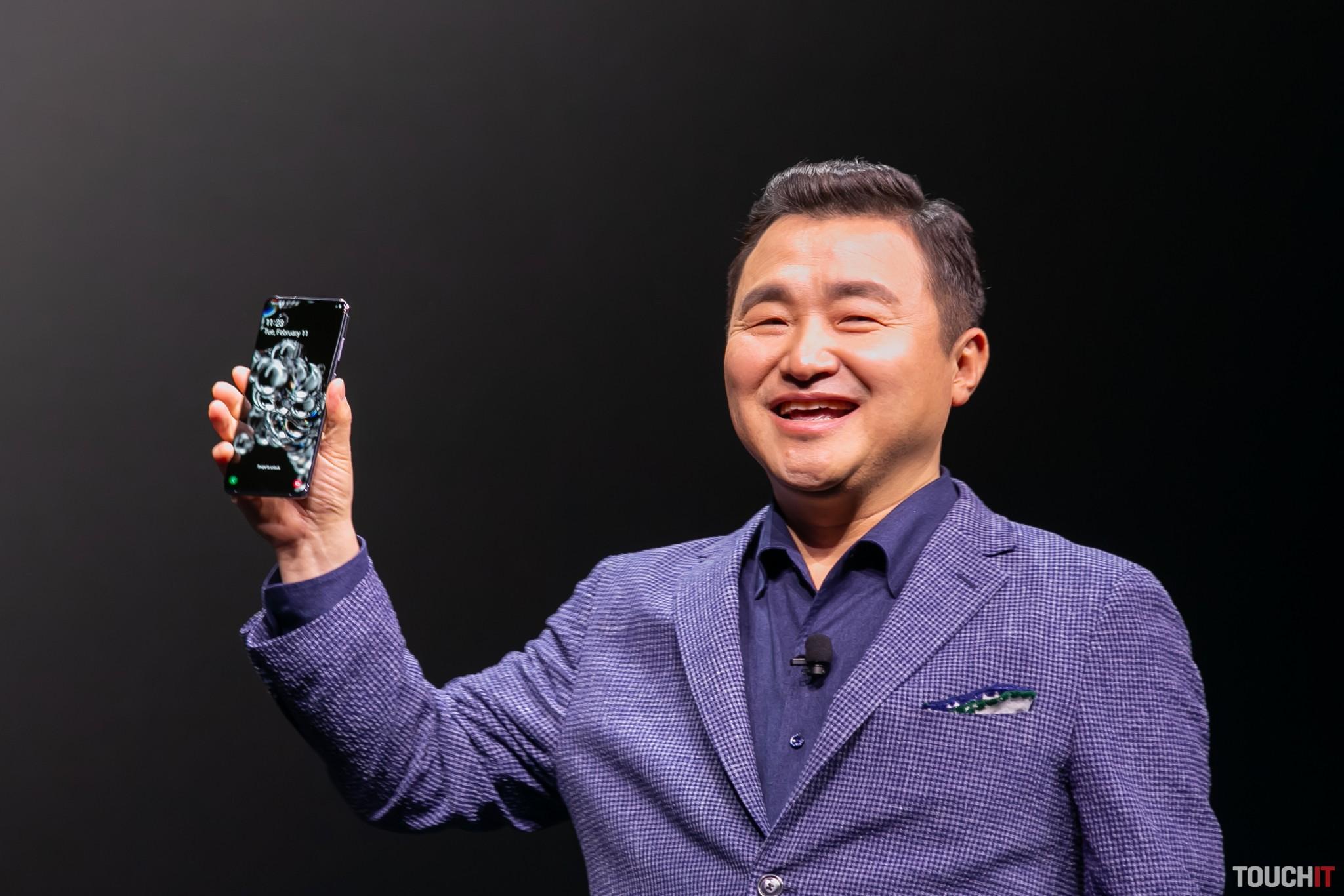 Nový šéf Samsung divízie mobilov, Roh Tae-moon sa mohol v San Franciscu pokojne usmievať. Už vie, že má tento rok v ruke silné zbrane