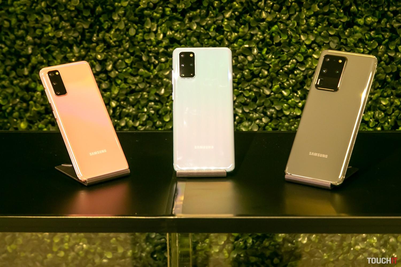 Vľavo Galaxy S20, v strede S20+ a vpravo S20 Ultra 5G