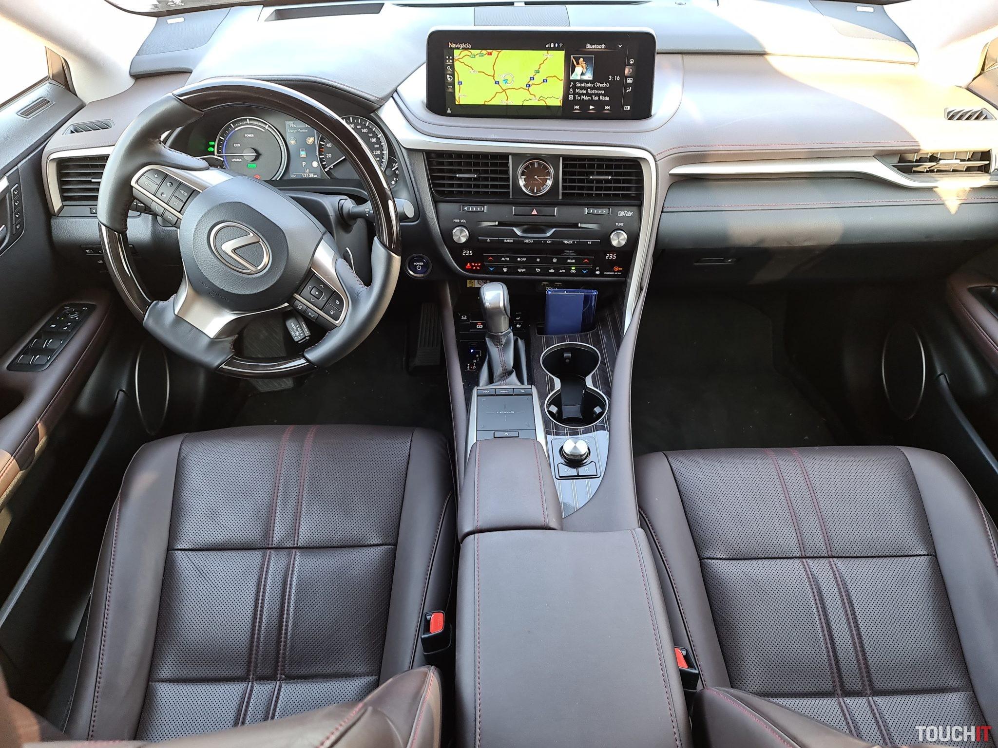 Pohľad na predný panel RX 450hL
