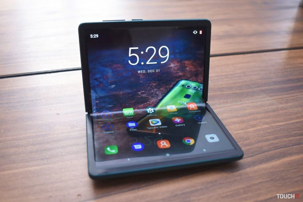 TCL skladateľný smartfón