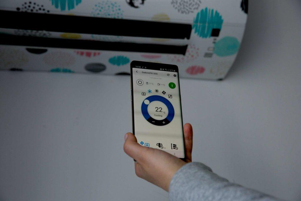 Možnosť ovládania klimatizácie cez aplikáciu v smartfóne