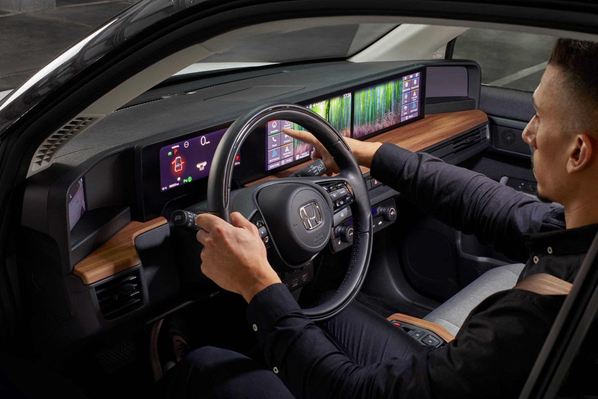 Honda e obsahuje aj virtuálne akvárium