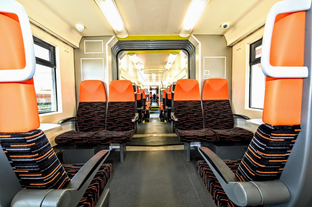 Priestor pre cestujúcich v dvojčlánkovej dieselmotorovej jednotke
