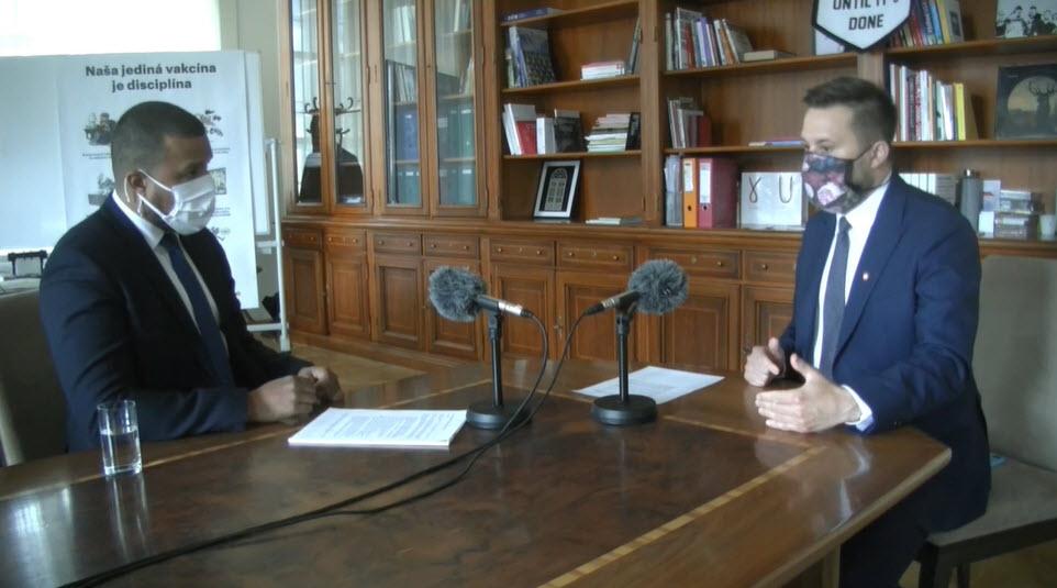 Prinátor Bratislava Matúš Vallo pri diskusii
