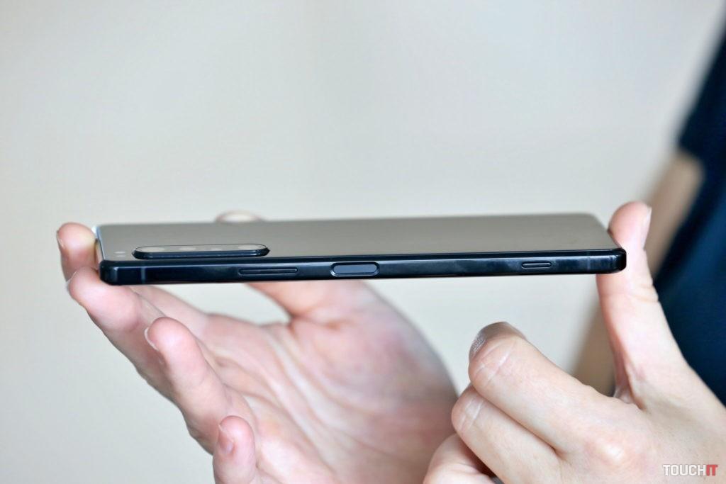 Snímač odtlačku prsta je integrovaný so zapínacím tlačidlom