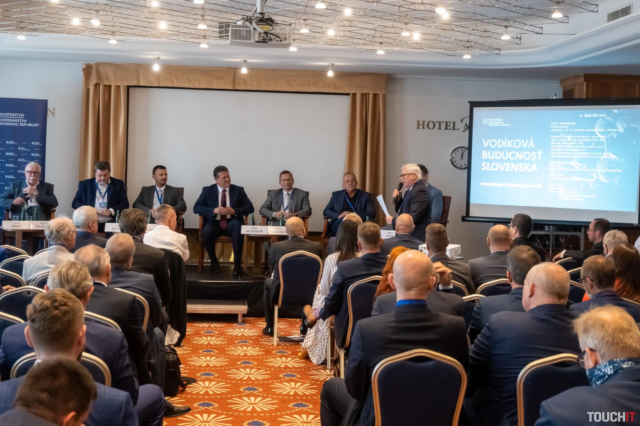 Panelová diskusia počas konferencie